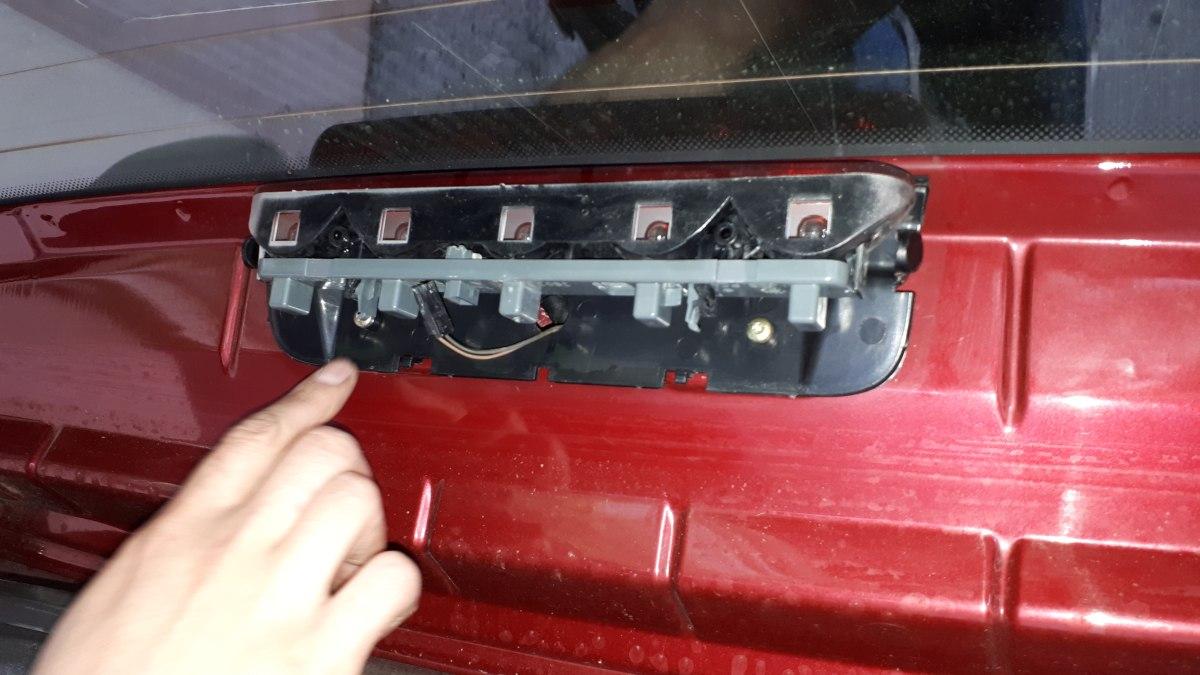 A Break hátsó pótféklámpája burkolat és izzók nélkül