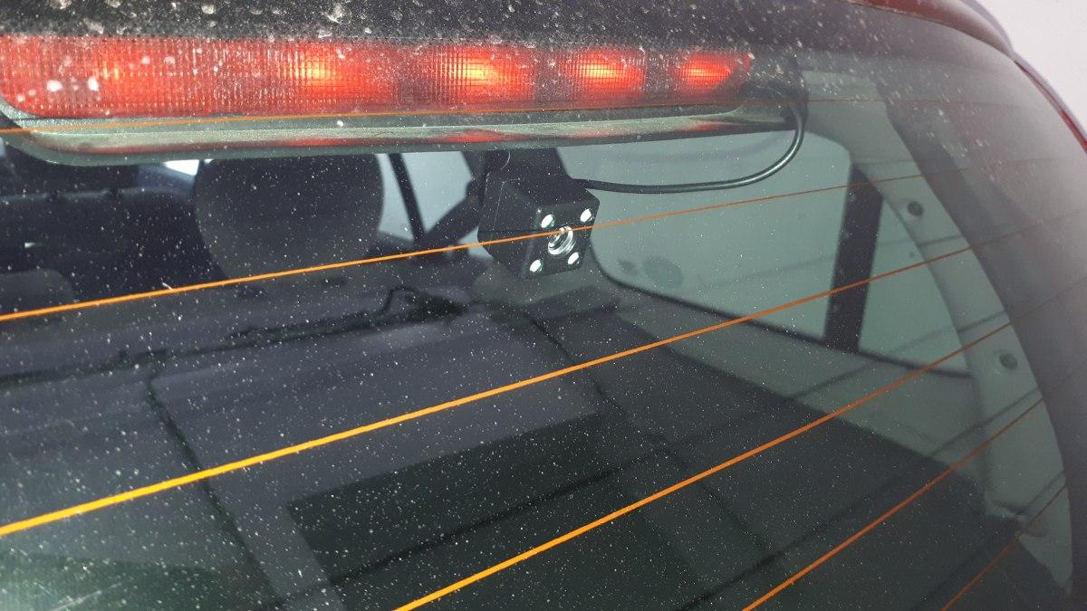 A hátsó kamera a lámpaburkolaton