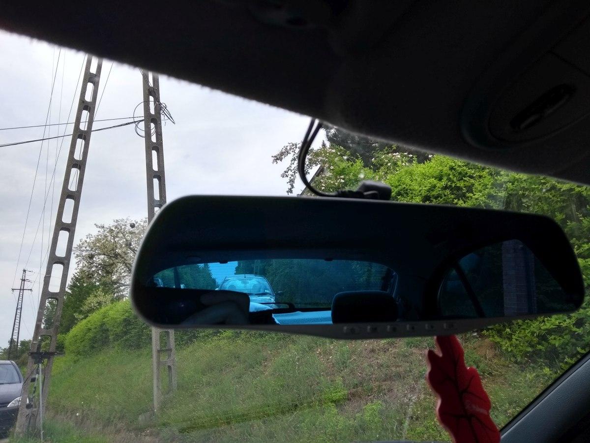 A tükörre szerelt kamera a berlline-ben